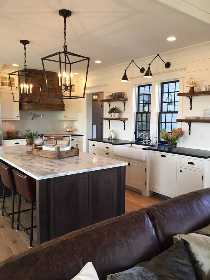 Kitchen by La Femme Home Builders, LLC